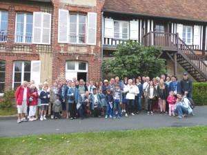 Brucourt Devant le manoir le groupe 10 août 2017