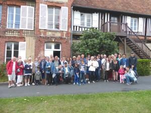 Brucourt Notre groupe devant le manoir 10 août 2017