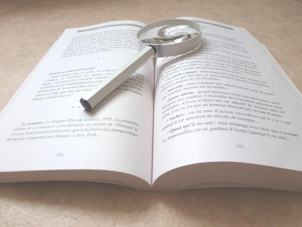 livre ouvert loupe